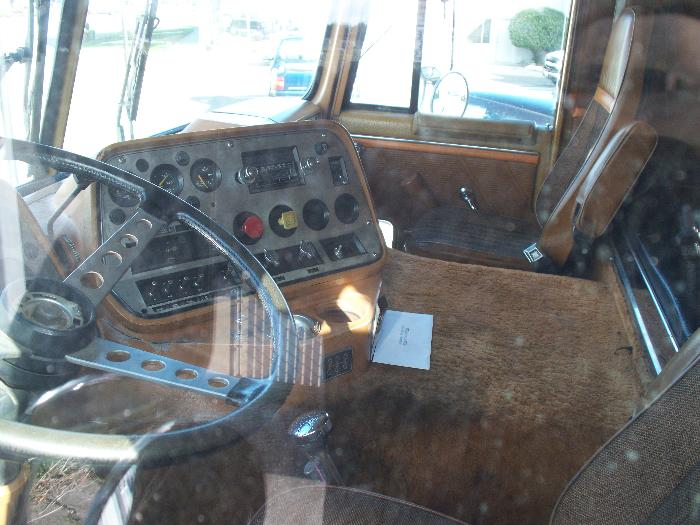 Ford 9000 Cabover Interior : Clt peterbilt sitting in my town