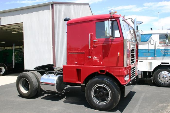 A good day at work heres the reo cabover terry mentioned parked next to jerry howards diamond t cabover of the same vintage sciox Image collections